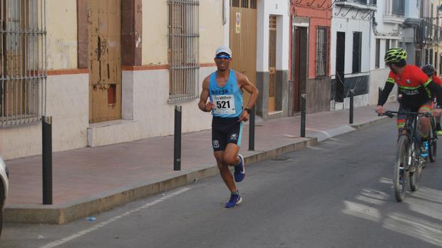 El Mouaziz Abdelhadi a su paso por el kilómetro 8