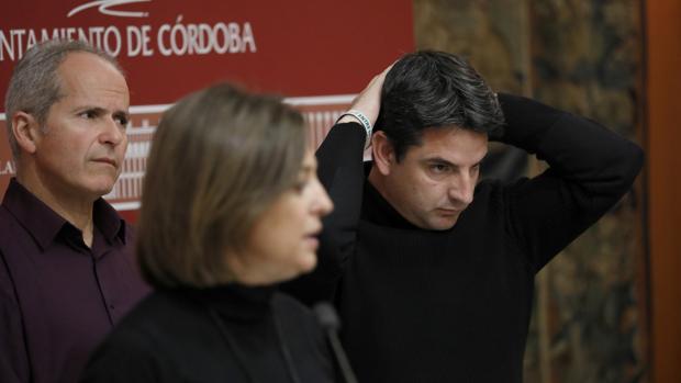 Los líderes del tripartito: Rafael Blázquez (Ganemos), Isabel Ambrosio (PSOE) y Pedro García (IU)