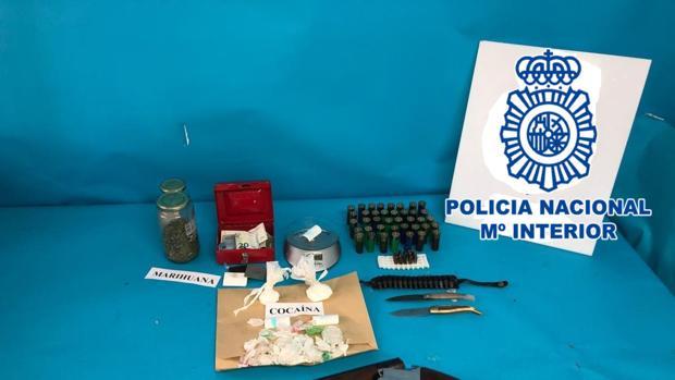 Droga y armas aprehendidas por la Policía Nacional durante los registros
