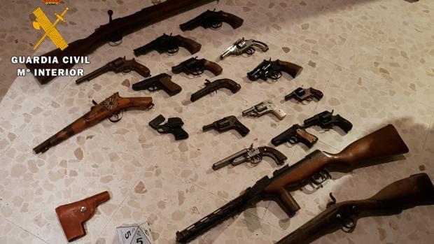 Armas intervenidas al vecino de La Carlota