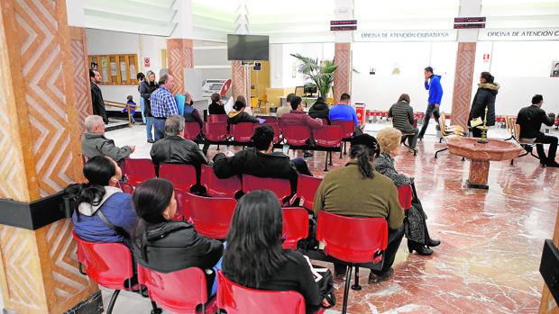 Cordobeses esperan turno para ser atendidos en Atención Ciudadana