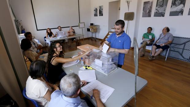 Elecciones Generales de junio de 2016 en un colegio electoral en La Corredera