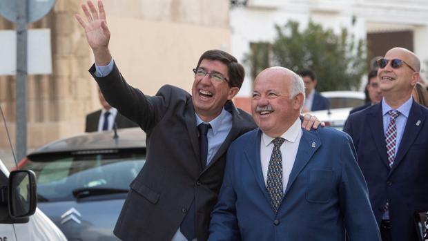 Marín con el consejero de Salud, Jesús Aguirre
