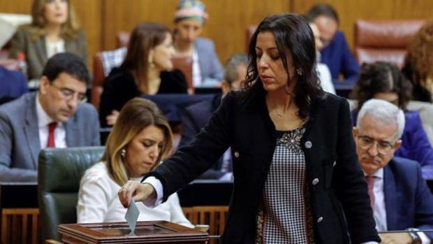 Marta Bosquet, en primer término; detrás, Susana Díaz