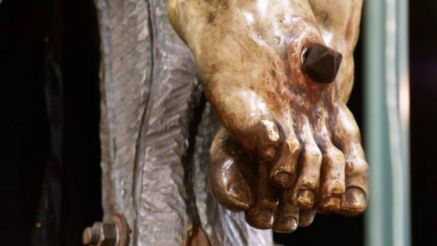 El Cristo de Vera-Cruz, en devoto Besapies
