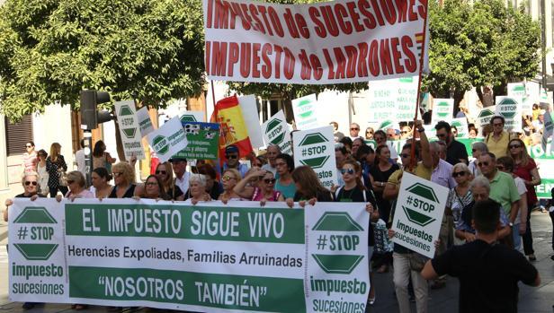 Manifestación en Sevilla en contra del impuesto que grava las herencias recibidas