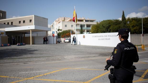 Imagen del exterior de la comisaría de la Policía Nacional de Algeciras