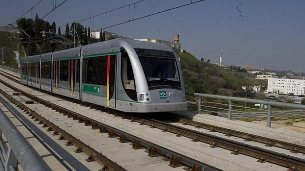 Uno de los convoyes del metro de Sevilla