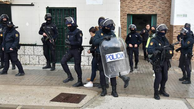 Imagen de archivo de una operación de la Policía Nacional en el Campo de Gibraltar