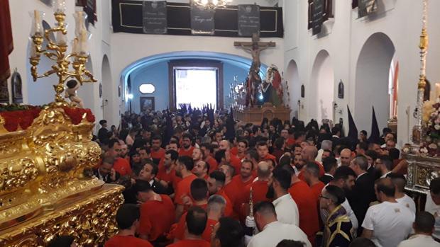 Las imágenes dentro del templo de La Merced tras haber tenido que volver.
