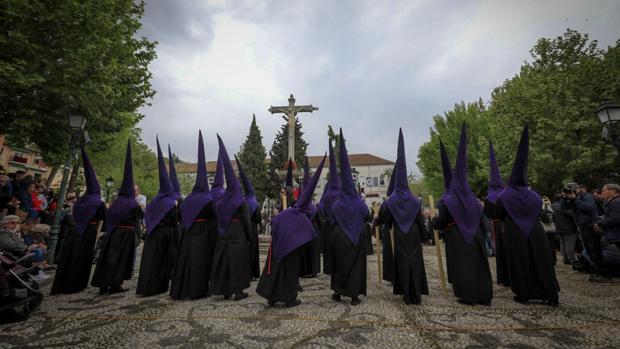 Todas las hermanadades han salido este Viernes Santo en Granada, aunque con retraso.