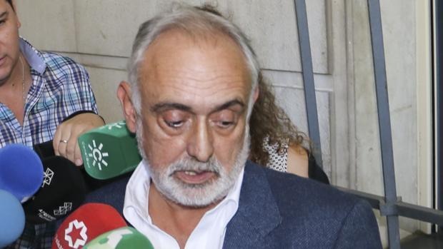 Fernando Villén a su salida de los Juzgados de Sevilla