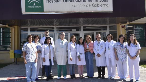 La delegada de Salud junto a los profesionales implicados en el proyecto