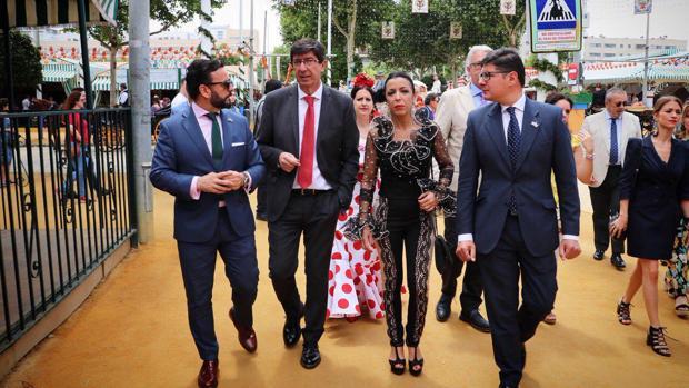Juan Marín, Marta Bosquet y Álvaro Pimentel en la Feria de Abril de Sevilla