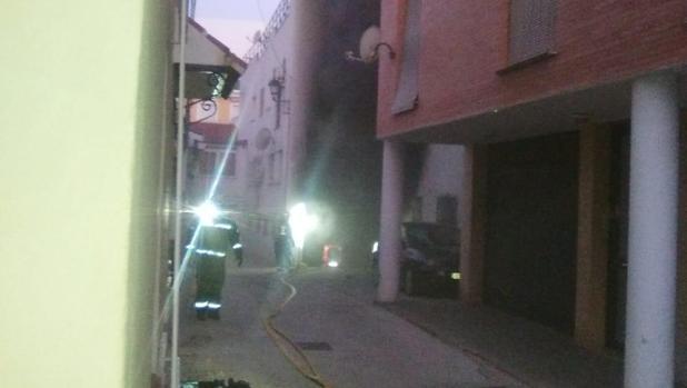 Bomberos en las primeras horas de actuación en Vélez-Málaga