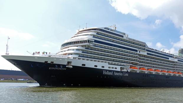 Imagen del crucero «Koningsdam», que el lunes atracó en Gibraltar