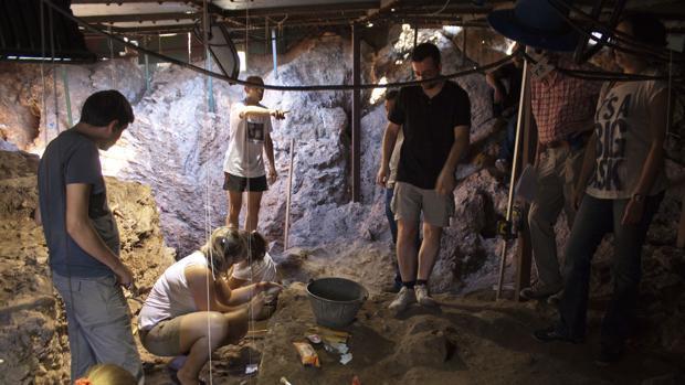 Trabajos arqueológicos en la Cueva del Ángel