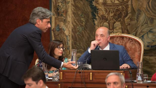 El presidente de la Diputación Provincial Antonio Ruiz en un pleno