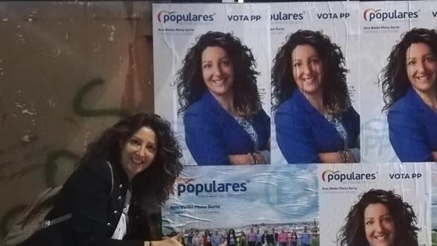 La candidata del PP a la alcaldía de Peal de Becerro, Ana Belén Mata, durante la campaña electoral