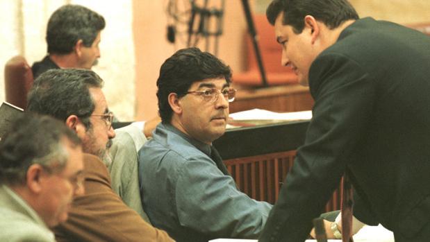 Valderas y Rejón, junto a Antonio Sanz en un pleno del Parlamento de 1999