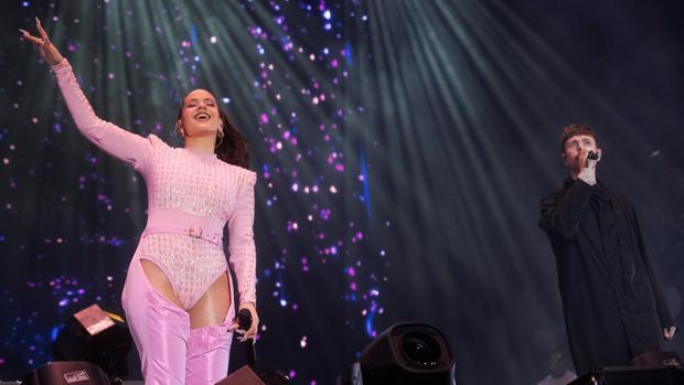 Rosalía durante una actuación