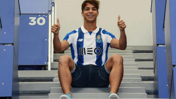 Óliver Torres con la elástica del Oporto
