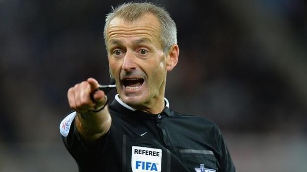 El árbitro inglés Martin Atkinson