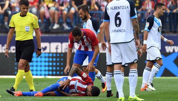 Augusto, instantes de caer lesionado en el duelo ante el Deportivo