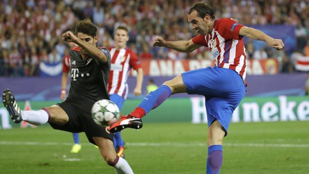 Godín, en el partido de Champions frente al Bayern