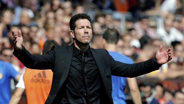 Simeone, en el partido de Mestalla frente al Valencia