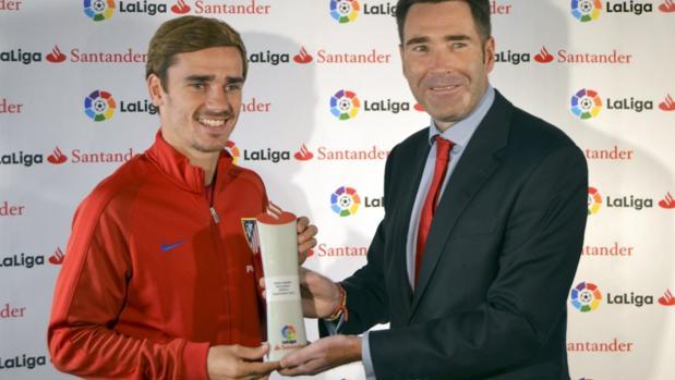 Griezmann recibe el premi0 de mejor jugador de la Liga en el mes de septiembre