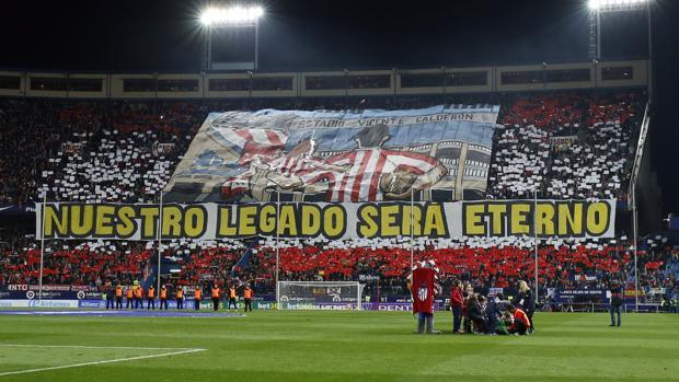 Imagen del fondo sur del Calderón antes del pitido inicial