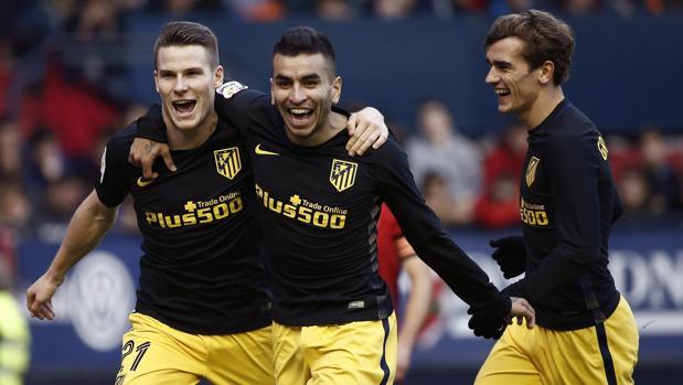 Gameiro celebra su gol, el segundo del Atlético en El Sadar