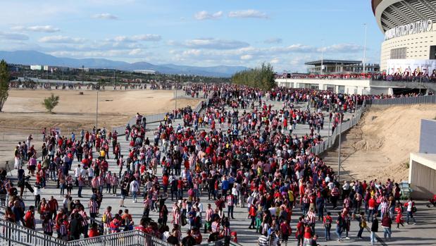Aficionados del Atlético camino del Wanda Metropolitano