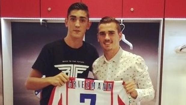 Antoine Griezmann junto a su hermano Theo