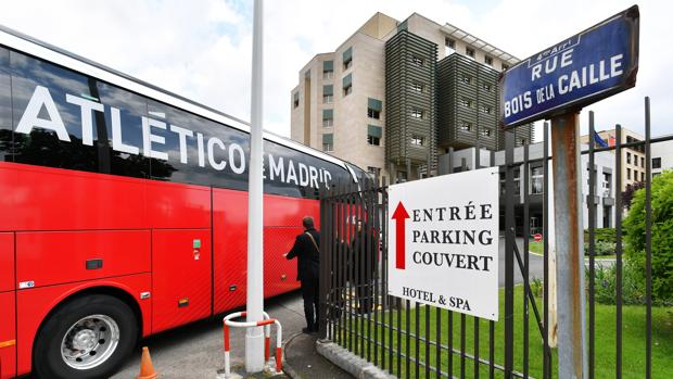 El autobús del Atlético, a su llegada a Lyon