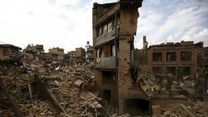 Los terremotos hacen crecer las montañas del Himalaya