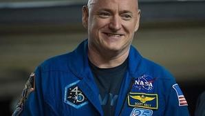 El astronauta Scott Kelly crece 5 cm tras pasar un año en el espacio
