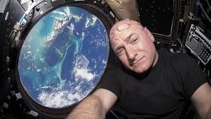 Scott Kelly abandona la NASA tras pasar un año en el espacio