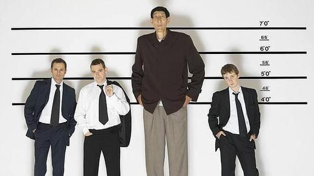 Otros estudios sugieren que la altura está relacionada con ventajas sociales