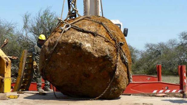 Trabajos de recuperación del gigantesco meteorito cerca de Gancedo