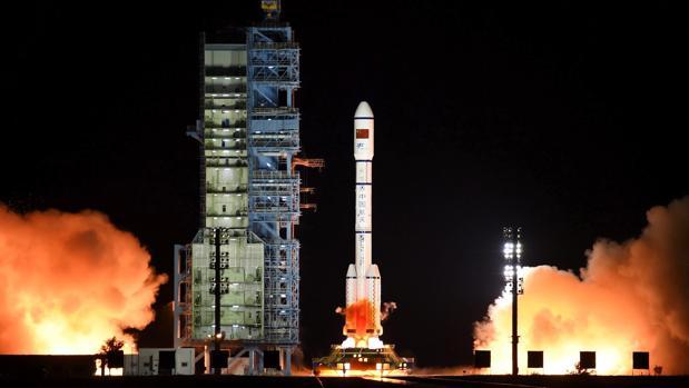 Momento del lanzamiento del cohete con el segundo laboratorio espacial de China, el Tiangong-2, en el centro de lanzamiento de Jiuquan, situado en el desierto del Gobi, a unos 1.600 kilómetros de Pekín, hoy