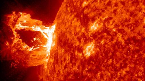 Eyección de masa coronal en el Sol, ocurrida en 2012 y no dirigida contra la Tierra
