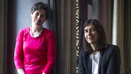 Mónica Salomone y María Blasco, en la presentación del libro