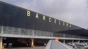 Tres heridos graves al volcar un autobús que llevaba turistas al aeropuerto de Barcelona