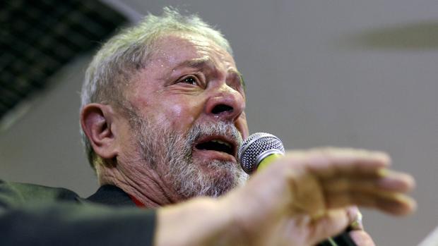 Lula da Silva, entre lágrimas, durante una rueda de prensa este jueves en Sao Paulo