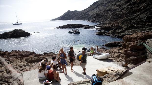 Turistas franceses en una de las islas