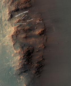Este mapa muestra una porción del borde occidental del cráter Endeavour, que incluye la zona de Valle Maratón