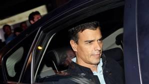 Pedro Sánchez «no lo está pasando bien, pero está entero»