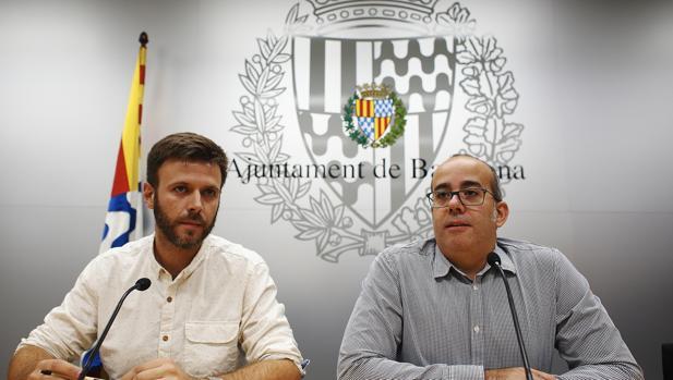 El primer teniente de alcalde de Badalona Oriol Lladó (d), y el tercer teniente de alcalde, José Téllez